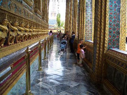 它是泰国最大的庙宇之一